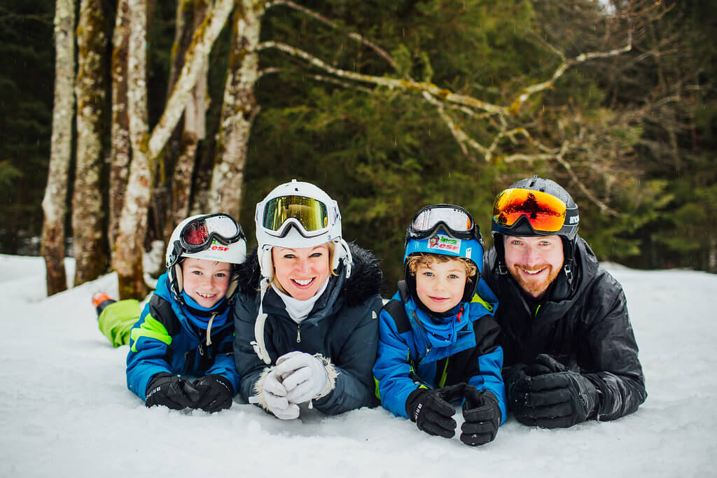 photoshoot for a family playing in the snow in Morzine Avoriaz (French Alps) on their ski holiday