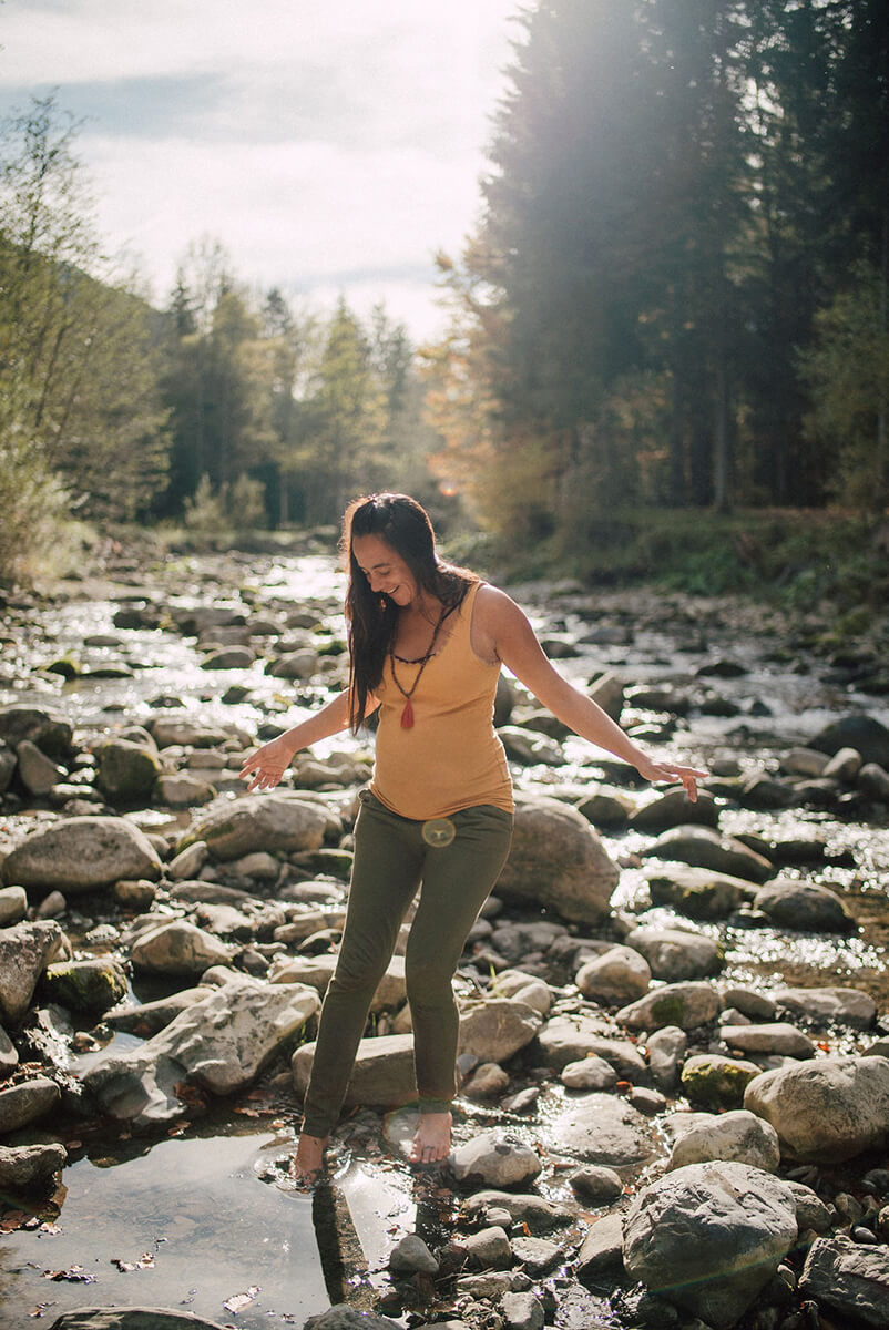 maternity pregnancy photoshoot in Parc Dereche, Morzine, French Alps