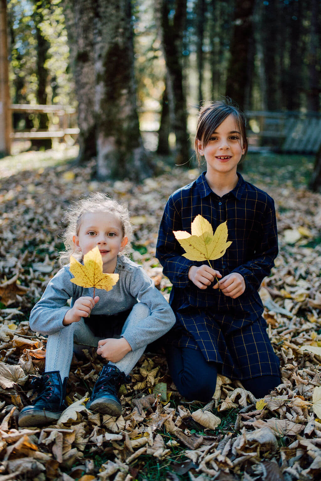 photoshoot for a family in Parc des Dérêches Morzine French Alps on their holiday autumn winter
